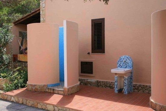 Casa immobiliare accessori docce esterne for Doccia solare da giardino leroy merlin