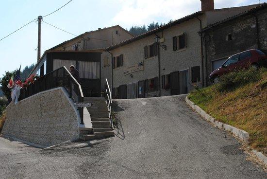Monte Veletta: Facciata agriturismo