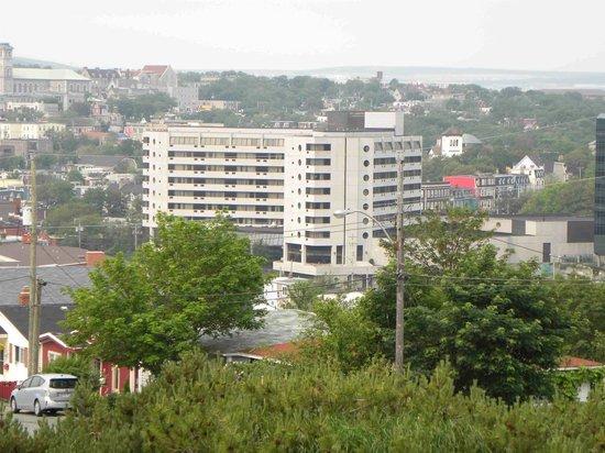 Sheraton Hotel Newfoundland: Hotel from far