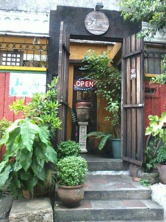 Leona -Art Restaurant: Leona's Art Restaurant Matimtiman St. Teacher's Village