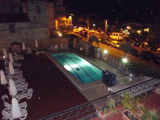 Hotel Calipso: Nighttime View