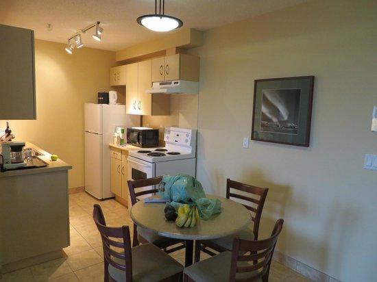 Coast Fraser Tower: kitchen