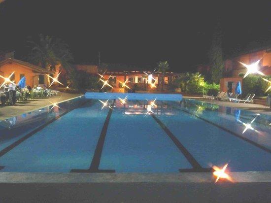 Villa San Giovanni Residenza Hotel : piscina by nigth