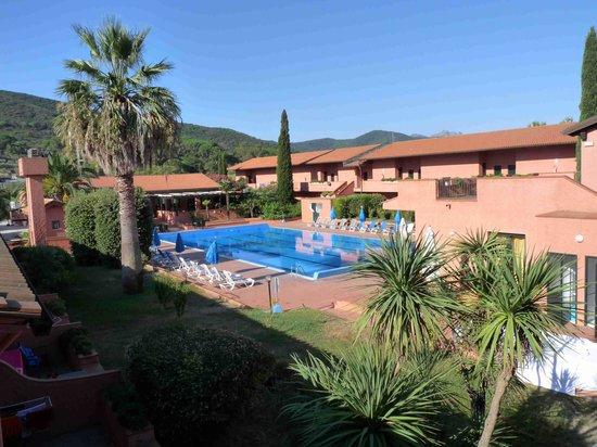 Villa San Giovanni Residenza Hotel : piscina dal primo piano struttura