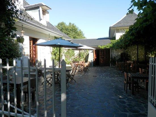 Les Saints Peres: Courtyard/Entrance/outside breakfast area