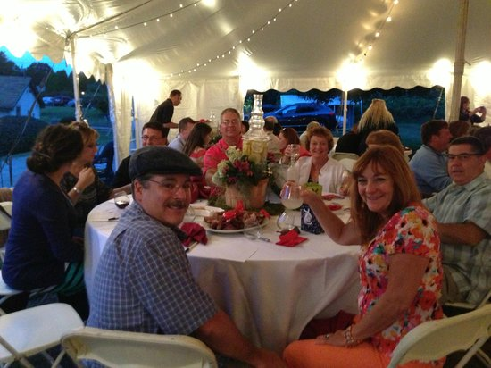 Dalice Elizabeth Winery: Our table of wonderful people!