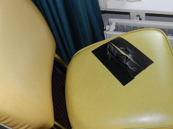 Kooyk Hotel : Meubilair beter geschikt voor grof vuil