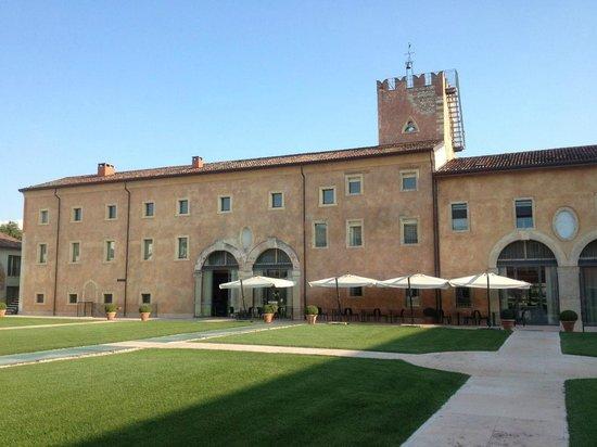 Hotel Veronesi La Torre: Innenhof