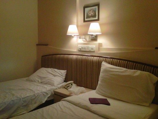 Park Central Comfort-e-suites: my Room
