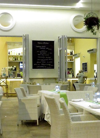 6 Degrees South Grill and Wine Bar: Restaurant interior - day's specials posted on a blackboard