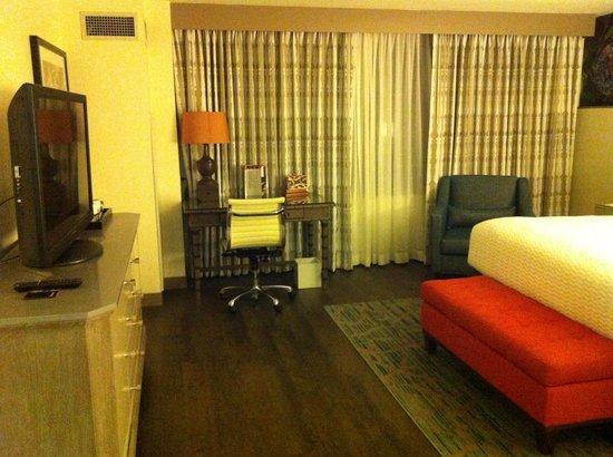 Hotel Indigo New Orleans Garden District: View Of Room Including Desk