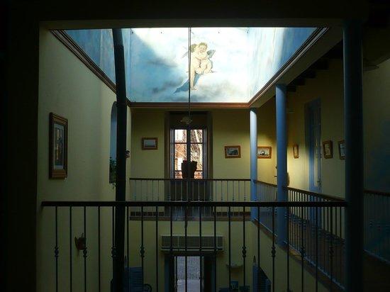 Posada del Angel : Vista interior del hotel desde los espacios comunes de la planta alta