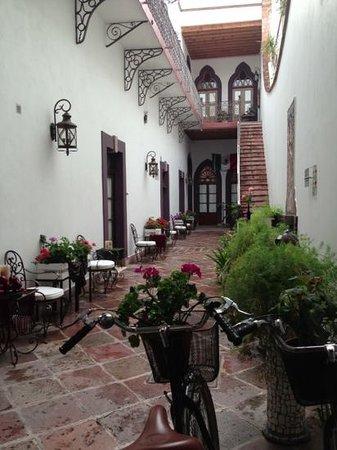 El Serafin Hotel Boutique : Patio a la entrada