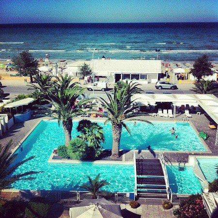 Vista dall 39 hotel piscina e mare foto di hotel metropol - Hotel con piscina senigallia ...