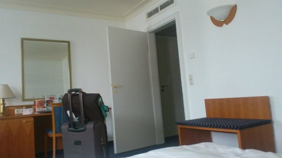 Leonardo Royal Hotel Mannheim: the room