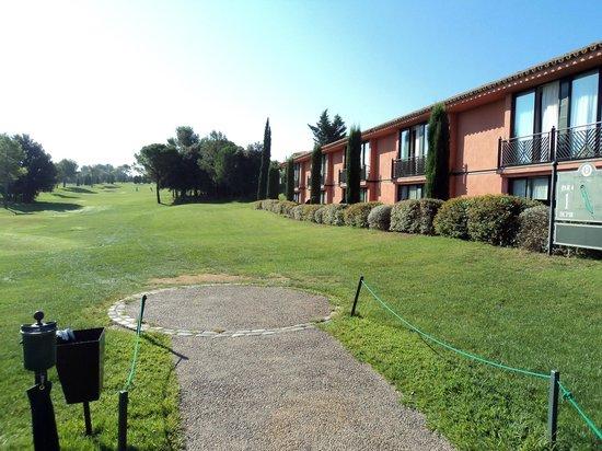 Torremirona Golf & Spa Resort: l'hôtel, vu du trou n°1