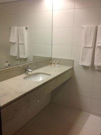 Hotel Panamby Sao Paulo: Banheiro amplo
