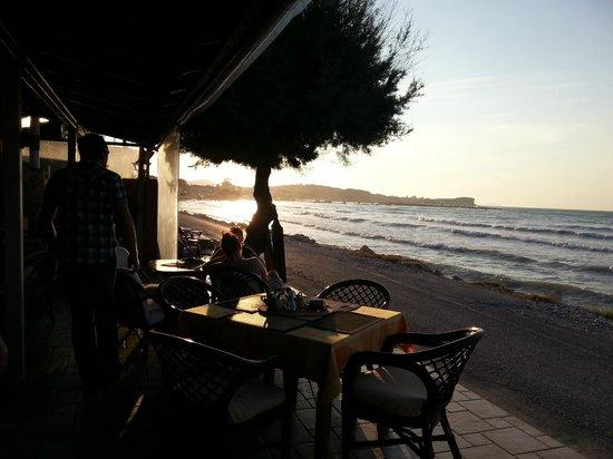 Ninos On The Beach: Vue du restaurant / Bar
