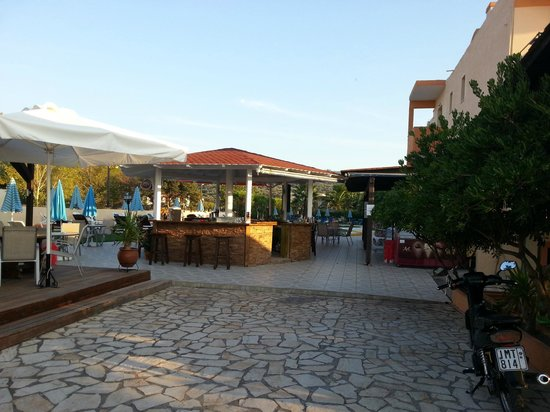 Ninos On The Beach: Le bar de la piscine