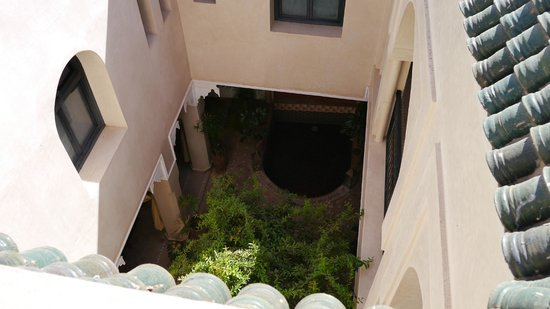 Riad Dar Foundouk : Courtyard and plunge pool