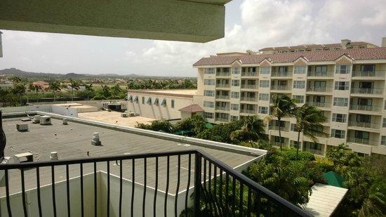 Aruba Marriott Resort & Stellaris Casino: Vista da varanda olhando para a ilha