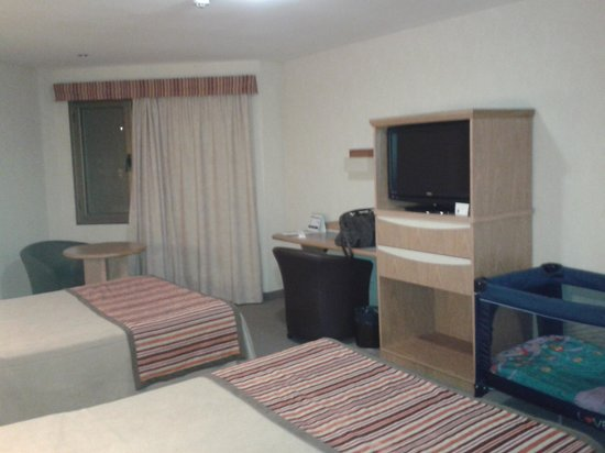 Land Express Hotel: Habitación