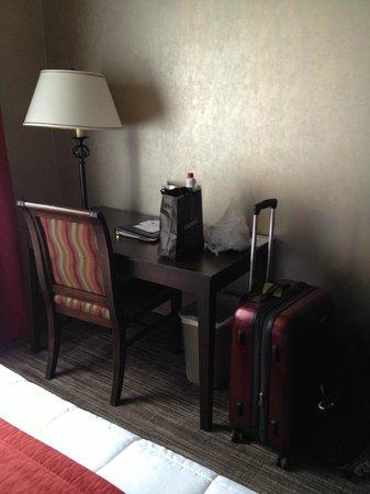 Hotel Ambassadeur Quebec: Desk