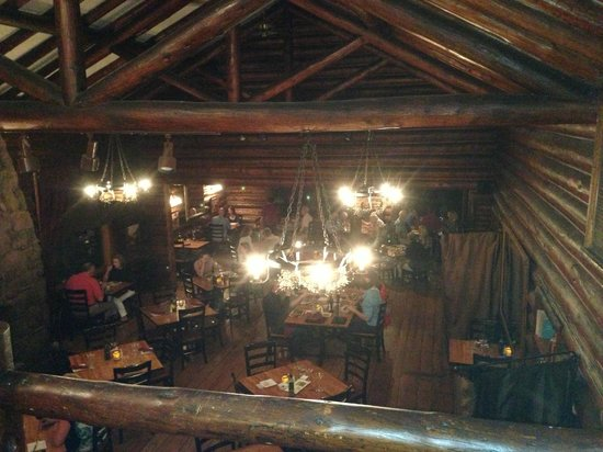 Twin Owls Steakhouse: View of restaurant below