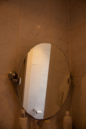 New Westcliff Hotel: Corroded bathroom mirror