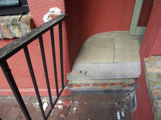 Hotel de Orangerie : cour intérieure en mauvais état