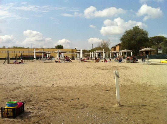 Ostello Stella Marina: Spiaggia di mattina