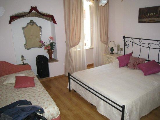 Camera tripla - Picture of Hotel Lieto Soggiorno, Assisi - TripAdvisor