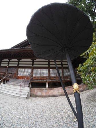 Oyama Shrine : Wrought iron lotus with brass frog