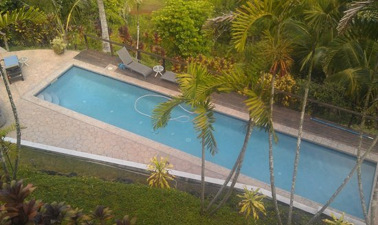 Marjorie's Kauai Inn: view of pool from the Valley View Room