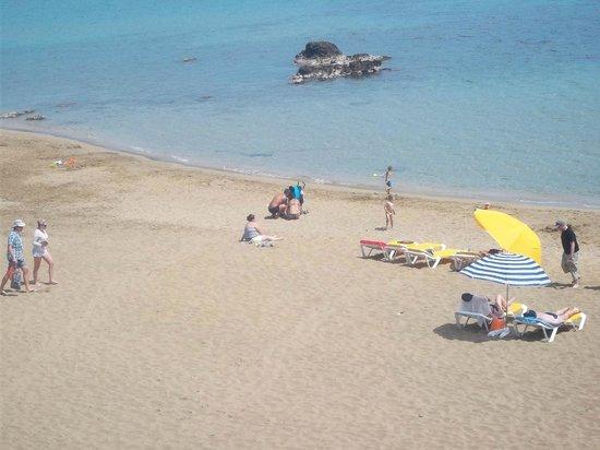 Playa de Es Figueral : free sun beds