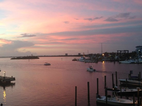 Nervous Nellie's Ft Myers Beach : Rooftop dining: boats, marina, nearby islands, and sunset!