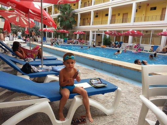 Hotel del Golf Playa : en la piscina