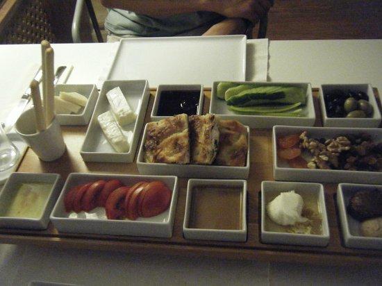 Hich Hotel Konya: breakfast platter