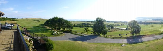 Hunley Hotel and Golf Club: a view over the golf course to the north sea