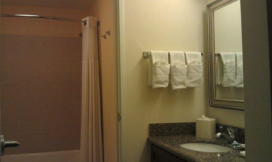 Staybridge Suites El Paso Airport Area: Bathroom
