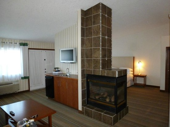 ‪‪Four Points by Sheraton Prince George‬: 3-sided Gas fireplace/island‬