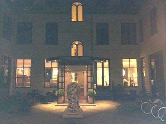 Hotel Copenhagen Crown: Courtyard