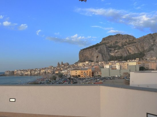 Astro Suite Hotel : Vue du solarium, sur la terrasse de l'hôtel