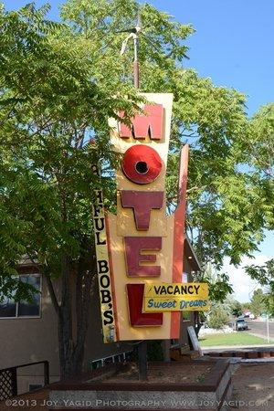 Lake Powell Motel : The Bashful Bob sign.