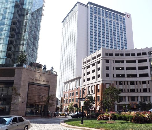 Hilton Garden Inn Baltimore Inner Harbor: Four Seasons & Marriott Hotels with Roy's Restaurant