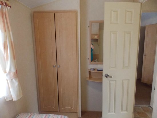 Richmond Holiday Centre: twin room