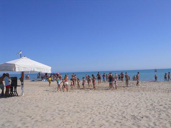 Costa Residence: spiaggia con attività animazione