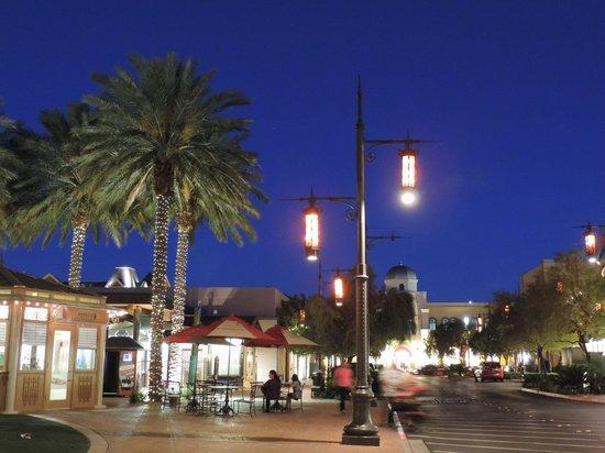 Town Square Las Vegas : Town Square , rua e lojas