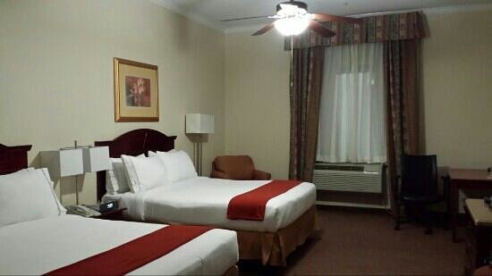 Holiday Inn Express & Suites Houston East : Double room