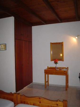 Eleni Family Apartments: camera